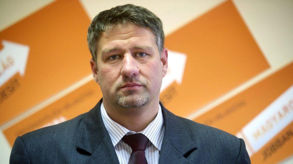 A Legfőbb Ügyészség kezdeményezi Simonka György mentelmi jogának felfüggesztését