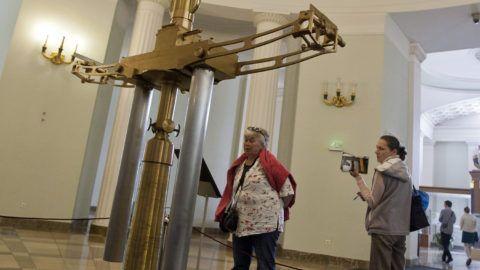 Budapest, 2012. április 20.Az eredeti Eötvös-inga a Tudományfesztivál a Nemzeti Múzeumban és a Múzeumkertben elnevezésű rendezvényen.MTI Fotó: Szigetváry Zsolt