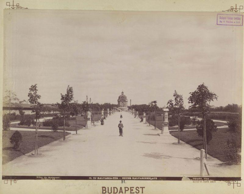 Kálvária (Golgota) tér, a stációk a Golgota-kápolnához vezetnek. A felvétel 1897 körül készült. A kép forrását kérjük így adja meg: Fortepan / Budapest Főváros Levéltára. Levéltári jelzet: HU.BFL.XV.19.d.1.07.092
