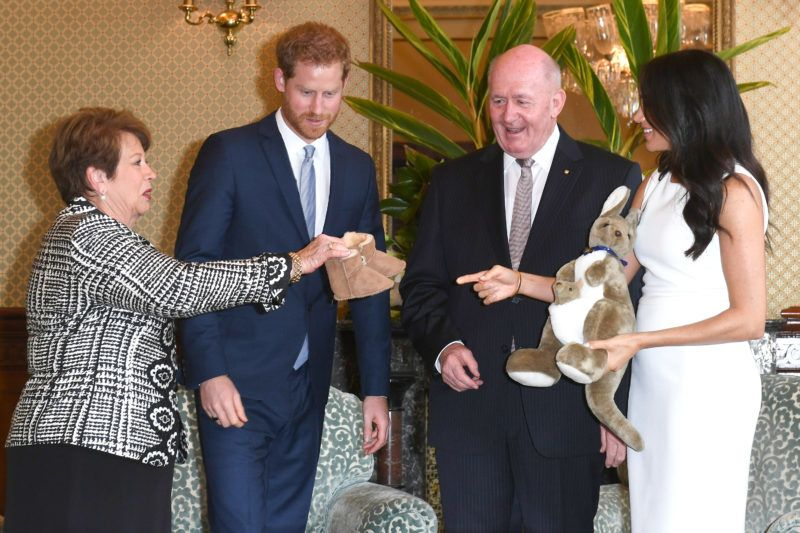 SYDNEY, AUSTRALIA - OCTOBER 16:  (NO UK SALES FOR 28 DAYS)  Prince Harry, Duke of Sussex and Meghan, Duchess of Sussex are given gifts from Australia's Governor General Peter Cosgrove and wife Lynne Cosgrove at Admiralty House on October 16, 2018 in Sydney, Australia. The Duke and Duchess of Sussex are on their official 16-day Autumn tour visiting cities in Australia, Fiji, Tonga and New Zealand.  (Photo by Pool/Samir Hussein/WireImage)