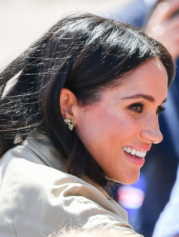 SYDNEY, AUSTRALIA - OCTOBER 16:  (NO UK SALES FOR 28 DAYS) Meghan, Duchess of Sussex takes part in a public walkabout at the Sydney Opera House on October 16, 2018 in Sydney, Australia. The Duke and Duchess of Sussex are on their official 16-day Autumn tour visiting cities in Australia, Fiji, Tonga and New Zealand.  (Photo by Pool/Samir Hussein/WireImage)