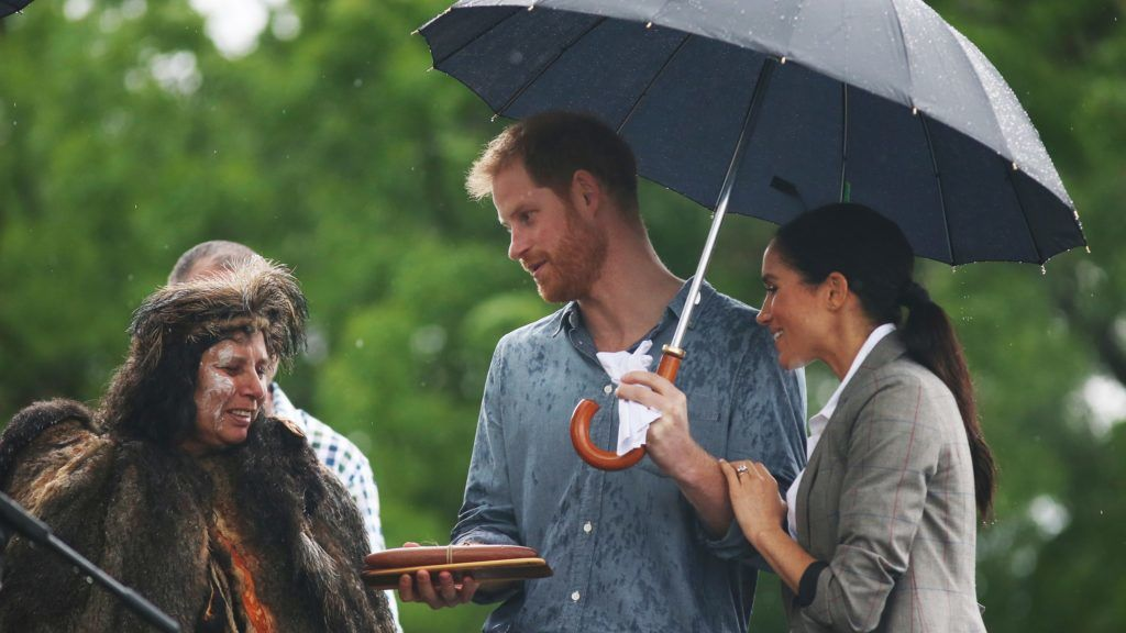 DUBBO, AUSTRALIA - OCTOBER 17:  Prince Harry, Duke of Sussex and Meghan, Duchess of Sussex attend a Community Event at Victoria Park on October 17, 2018 in Dubbo, Australia. The Duke and Duchess of Sussex are on their official 16-day Autumn tour visiting cities in Australia, Fiji, Tonga and New Zealand.  (Photo by Ian Vogler - Pool/Getty Images)