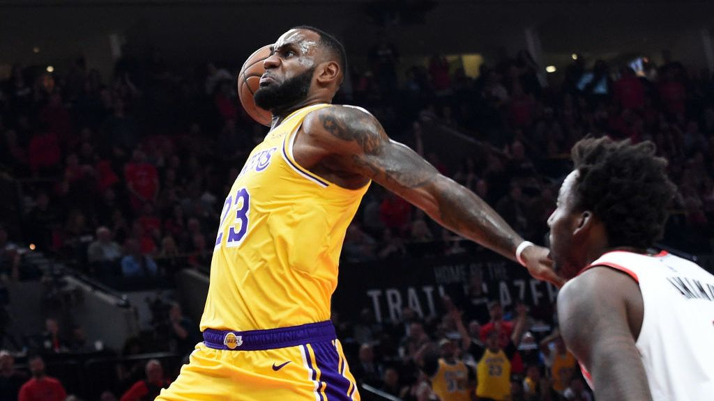 PORTLAND, OR - OCTOBER 18:  LeBron James #23 of the Los Angeles Lakers dunks against the Portland Trail Blazers in the first quarter of their game at Moda Center on October 18, 2018 in Portland, Oregon. NOTE TO USER: User expressly acknowledges and agrees that, by downloading and or using this photograph, User is consenting to the terms and conditions of the Getty Images License Agreement.  (Photo by Steve Dykes/Getty Images)