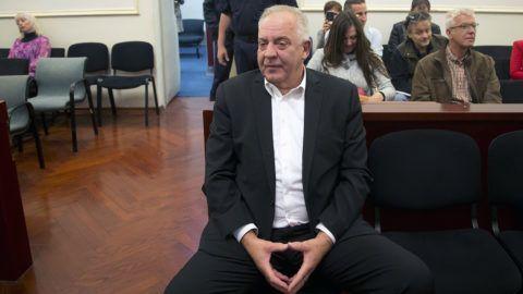 Zágráb, 2018. október 22.A háborús nyerészkedéssel vádolt Ivo Sanader volt horvát miniszterelnök, a Horvát Demokratikus Közösség, a HDZ egykori elnöke bírósági ítélethirdetésre vár egy zágrábi tárgyalóteremben 2018. október 22-én.MTI/AP/Darko Bandic