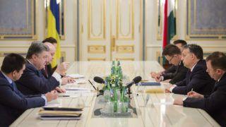 Kijev, 2015. február 13.Petro Porosenko ukrán elnök (b2) és Orbán Viktor magyar miniszterelnök (j2) tárgyal Kijevben 2015. február 13-án. Jobbról a harmadik Szijjártó Péter külgazdasági és külügyminiszter. (MTI/EPA/Pool/Mihail Palincsak)