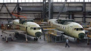 Kijev, 2015. július 14. Félkész repülõgéptörzsek a kijevi Antonov repülõgépgyárban 2015. július 14-én. Az 1920-ban alapított gyárban jelenleg 13,5 ezren dolgoznak mintegy kétszáz különbözõ szakterületen. (MTI/EPA/Roman Pilipej)