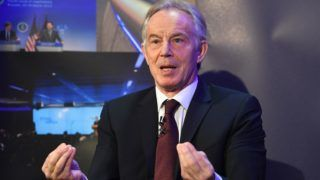 London, 2018. március 29. Tony Blair volt brit miniszterelnök beszél a Nagy-Britannia Európai Unióból történõ kilépésérõl szóló, Az Egyesült Királyság egy változó Európában címû londoni konferencián 2018. március 29-én. Az Egyesült Királyság pontosan egy év múlva, 2019. március 29-én hagyja el hivatalosan az Európai Uniót. (MTI/EPA/Facundo Arrizabalaga)