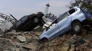Petobo, 2018. október 4. Autóroncsok az indonéziai Celebeszen (Sulawesi) fekvõ Petobóban 2018. október 4-én. A szeptember 28-án történt 7,7-es erõsségû földrengésnek és az azt követõ szökõárnak a legfrissebb összesítések szerint legkevesebb 1400 halottja és több száz sérültje van. (MTI/EPA/Hotli Simanjuntak)