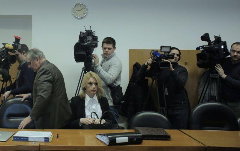 Zágráb, 2015. február 12. Hernádi Zsoltnak, a Mol Nyrt. korrupcióval vádolt elnök-vezérigazgatójának az ügyvédei, Goran Mikulicic (b) és Laura Valkovic a tárgyalóteremben a zágrábi megyei bíróságon 2015. február 12-én. Hernádi büntetõperét elhalasztották. (MTI/HINA/Tomislav Pavlek)