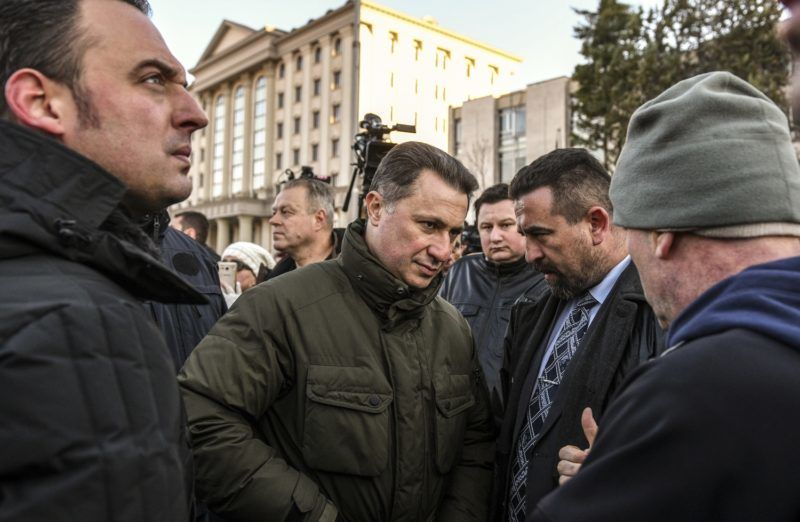 """Former Prime Minister and leader of the conservative party """"Internal Macedonian Revolutionary Organization – Democratic Party for Macedonian National Unity"""" (VMRO DPMNE), Nikola Gruevski (C) speaks with protesters during a demonstration in front of the court in Skopje on November 28, 2017. - Macedonian police on November 28, 2017, arrested about 30 people, including two opposition MPs, former senior police officials and an ex-minister, over an April attack on parliament in which scores of people were injured. (Photo by Robert ATANASOVSKI / AFP)"""