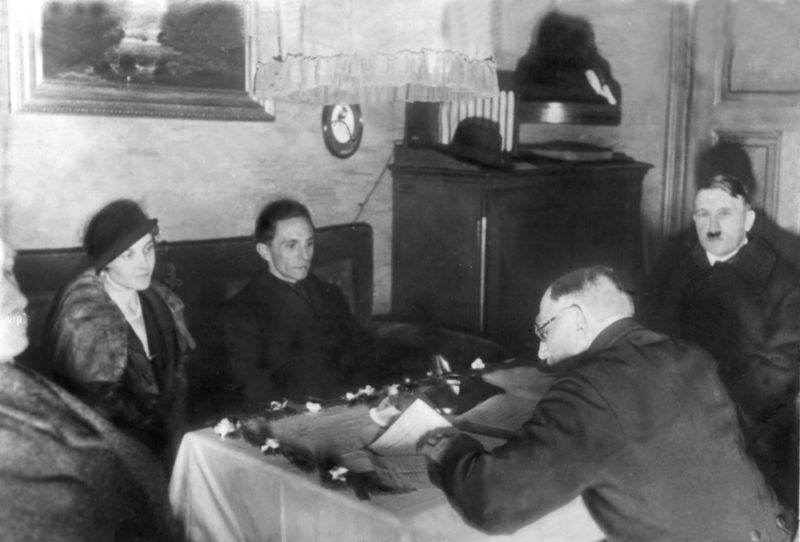 Joseph Goebbels and the divorced wife of Günther Quandt, Magda, saying yes to each other in 1931. On the right, Adolf Hitler.