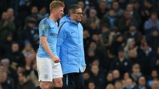 Manchester City's Belgian midfielder Kevin De Bruyne (L) leaves the field after picking up an injury during the English League Cup, 4th round football match between Manchester City and Fulham at the Etihad Stadium in Manchester, north west England, on November 1, 2018. (Photo by Lindsey PARNABY / AFP) / RESTRICTED TO EDITORIAL USE. No use with unauthorized audio, video, data, fixture lists, club/league logos or 'live' services. Online in-match use limited to 120 images. An additional 40 images may be used in extra time. No video emulation. Social media in-match use limited to 120 images. An additional 40 images may be used in extra time. No use in betting publications, games or single club/league/player publications. /