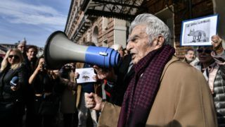 """100-years-old Italian journalist, lawyer and politician, Bruno Segre speaks with a megaphone during a """"Flash mob"""" gathering in Turin on November 13, 2018 initiated by the Italian Press Federation (FNSI) to denounce attacks from the political against the press, the freedom of information and journalists. (Photo by Marco BERTORELLO / AFP) / """"The erroneous mention appearing in the metadata of this photo by Marco BERTORELLO has been modified in AFP systems in the following manner: Italy deputy Prime Minister and Labour, Industry Minister Luigi Di Maio instead of Italian Interior Minister Matteo Salvini. Please immediately remove the erroneous mention[s] from all your online services and delete it them from your servers. If you have been authorized by AFP to distribute it(them to third parties, please ensure that the same actions are carried out by them. Failure to promptly comply with these instructions will entail liability on your part for any continued or post notification usage. Therefore we thank you very much for all your attention and prompt action. We are sorry for the inconvenience this notification may cause and remain at your disposal for any further information you may require."""""""