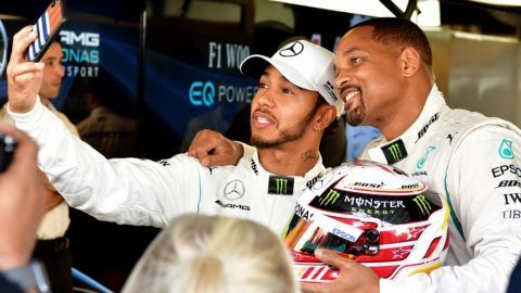 Mercedes' British driver Lewis Hamilton (L) and American actor Will Smith pose for a selfie at the Yas Marina circuit on November 25, 2018, in Abu Dhabi, ahead of the Abu Dhabi Formula One Grand Prix. (Photo by Andrej ISAKOVIC / AFP)
