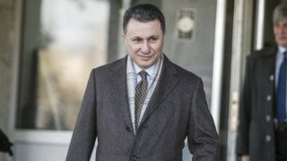 Macedonia's former Prime Minister and leader of opposition VMRO DPMNE Nikola Gruevski leaves the court in Skopje on December 6, 2017. - ?Nikola Gruevski goes on trial for alleged abuse of power between 2012 and 2015. (Photo by Robert ATANASOVSKI / AFP)