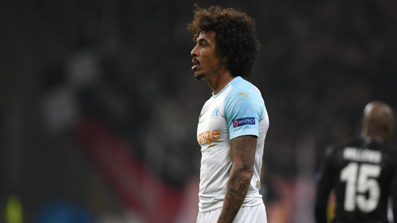 29 November 2018, Hessen, Frankfurt/Main: Soccer: Europa League, Eintracht Frankfurt - Olympique Marseille, Group stage, Group H, 5th matchday in the Commerzbank Arena. Luiz Gustavo (l) of Marseille is standing next to Frankfurt's Jetro Willems after his own goal for 2:0. Photo: Arne Dedert/dpa