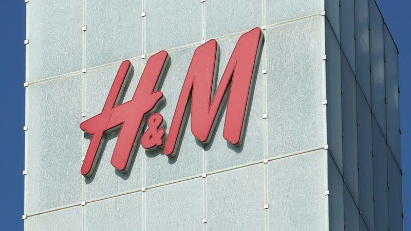 The logo of H&M is seen in Shibuya Ward, Tokyo on November 2, 2018.( The Yomiuri Shimbun )