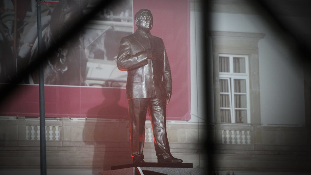 A monument dedicated to the late president Lech Kaczynski, former President and brother of current, de facto Polish leader Jarosalw Kaczynski is seen in Warsaw, Poland on November 9, 2018. Controversy over the placing of the 7 meter tall statue symbolizes the countrys division between loyalists to the conservative, anti-EU government and those who mistrust the autocratic, ruling Law and Justice party ruled by Jaroslaw Kaczynski. (Photo by Jaap Arriens/NurPhoto)