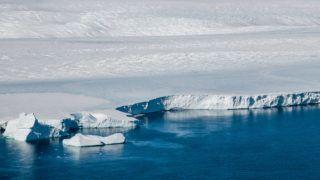 Antarctic glacier and icebergs on the coast of Adelie land, seen from an helicopter. Dumont d'Urville, january 2010. Glacier Antarctique et iceberg vus depuis un hÈlicoptËre, au large de Dumont d'Urville. Antarctique, janvier 2010.