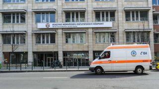 Budapest, 2016. február 27. Egy szirénázó menõautó halad el a Magyar Honvédség Egészségügyi Központ épülete elõtt a fõváros XIII. kerületében, a Pap Károly utcában. MTVA/Bizományosi: Róka László  *************************** Kedves Felhasználó! Ez a fotó nem a Duna Médiaszolgáltató Zrt./MTI által készített és kiadott fényképfelvétel, így harmadik személy által támasztott bárminemû – különösen szerzõi jogi, szomszédos jogi és személyiségi jogi – igényért a fotó készítõje közvetlenül maga áll helyt, az MTVA felelõssége e körben kizárt.