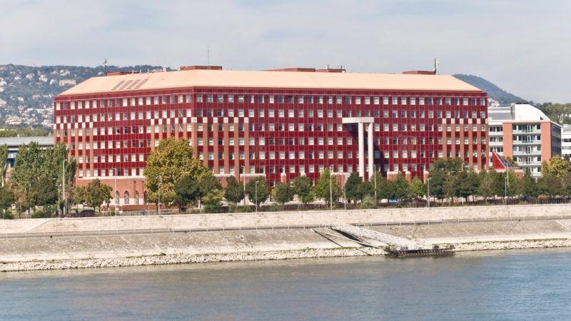 Budapest, 2013. szeptember 9. Az ELTE Társadalomtudományi Karának  déli épülettömbje a lágymányosi Duna-parton. MTVA/Bizományosi: Faludi Imre  *************************** Kedves Felhasználó! Az Ön által most kiválasztott fénykép nem képezi az MTI fotókiadásának, valamint az MTVA fotóarchívumának szerves részét. A kép tartalmáért és a szövegért a fotó készítője vállalja a felelősséget.
