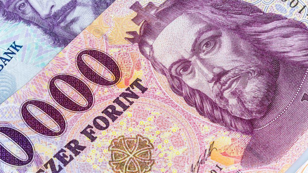 Budapest, 2015. május 9. Bankjegyek a gazdasági, pénzügyi események, hírek illusztrálására. MTVA/Bizományosi: Faluldi Imre  *************************** Kedves Felhasználó! Az Ön által most kiválasztott fénykép nem képezi az MTI fotókiadásának, valamint az MTVA fotóarchívumának szerves részét. A kép tartalmáért és a szövegért a fotó készítõje vállalja a felelõsséget.