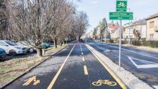 Keszthely, 2018. január 7. Északnyugat-dunántúli kerékpárút részlete Keszthely városi szakaszán a Helikon park mellett. MTVA/Bizományosi: Faludi Imre  *************************** Kedves Felhasználó! Ez a fotó nem a Duna Médiaszolgáltató Zrt./MTI által készített és kiadott fényképfelvétel, így harmadik személy által támasztott bárminemû – különösen szerzõi jogi, szomszédos jogi és személyiségi jogi – igényért a fotó készítõje közvetlenül maga áll helyt, az MTVA felelõssége e körben kizárt.