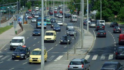 Budapest, 2013. május 20. Csúcsforgalom a fõváros III. kerületében, a Szentendrei úton. MTVA/Bizományosi: Jászai Csaba  *************************** Kedves Felhasználó! Az Ön által most kiválasztott fénykép nem képezi az MTI fotókiadásának, valamint az MTVA fotóarchívumának szerves részét. A kép tartalmáért és a szövegért a fotó készítõje vállalja a felelõsséget.
