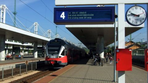 Budapest, 2016. szeptember 23. Kelenföld vasútállomás 4. vágányára megérkezik a  MÁV Start Zrt. Budapest Déli pályaudvaráról Martonvásárra tartó zónázó személyvonat modern szerelvénye. MTVA/Bizományosi: Jászai Csaba  *************************** Kedves Felhasználó! Ez a fotó nem a Duna Médiaszolgáltató Zrt./MTI által készített és kiadott fényképfelvétel, így harmadik személy által támasztott bárminemû – különösen szerzõi jogi, szomszédos jogi és személyiségi jogi – igényért a fotó készítõje közvetlenül maga áll helyt, az MTVA felelõssége e körben kizárt.