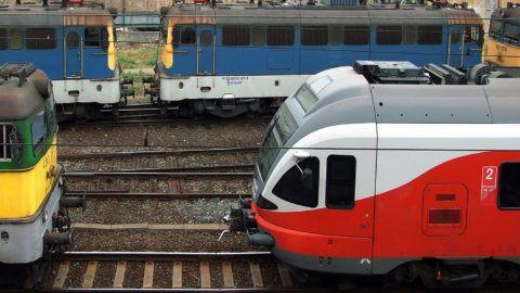 Budapest, 2018. november 10.A Győr-Sopron-Ebenfurti Vasút Zrt (GYSEV) és a MÁV Start Zrt. elektromos mozdonyainak különböző típusai várnak szerelvénybe kapcsolásra a főváros Déli pályaudvarának rendezőterén.MTVA/Bizományosi: Jászai Csaba ***************************Kedves Felhasználó!Ez a fotó nem a Duna Médiaszolgáltató Zrt./MTI által készített és kiadott fényképfelvétel, így harmadik személy által támasztott bárminemű – különösen szerzői jogi, szomszédos jogi és személyiségi jogi – igényért a fotó készítője közvetlenül maga áll helyt, az MTVA felelőssége e körben kizárt.