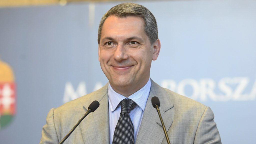 Budapest, 2017. június 1. Lázár János, a Miniszterelnökséget vezetõ miniszter szokásos heti sajtótájékoztatóját tartja az Országházban 2017. június 1-jén. MTI Fotó: Kovács Tamás