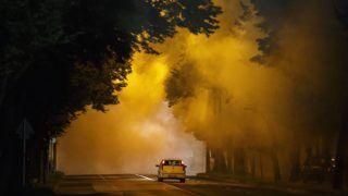 Nagykanizsa, 2018. július 20. Ködképzõ generátorral végzett kémiai szúnyogirtás utáni köd Nagykanizsán 2018. július 19-én éjjel. MTI Fotó: Varga György