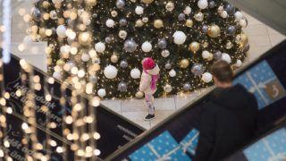 Nyíregyháza, 2017. december 23.Vásárlók egy nyíregyházi bevásárlóközpontban 2017. december 23-án.MTI Fotó: Balázs Attila