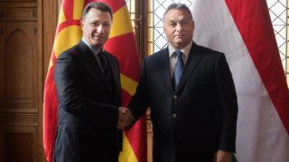 Budapest, 2016. november 18. Orbán Viktor miniszterelnök (j) fogadja Nikola Gruevszkit, Macedónia korábbi miniszterelnökét a Parlament Nándorfehérvári termében 2016. november 18-án. MTI Fotó: Koszticsák Szilárd