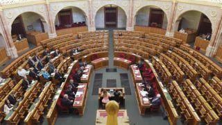 Budapest, 2018. november 5. Ungár Péter LMP-s képviselõ felszólal napirend elõtt az Országgyûlés plenáris ülésén 2018. november 5-én. MTI/Koszticsák Szilárd