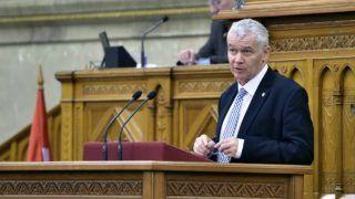 Budapest, 2016. december 7. Polt Péter legfõbb ügyész beszámol az ügyészség 2015-ös beszámolóját az Országgyûlés plenáris ülésén 2016. december 7-én. MTI Fotó: Máthé Zoltán