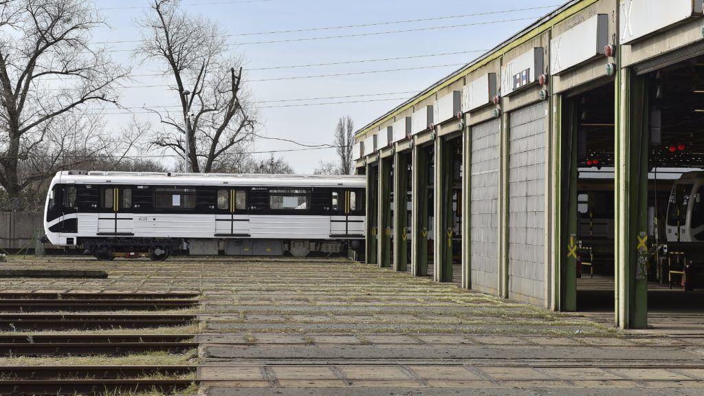 Budapest, 2018. április 3. Felújított metrószerelvény a BKV Kõér utcai jármûtelepén 2018. április 3-án. Mostantól csak felújított metrószerelvények szállítják az utasokat az M3-as vonalán. MTI Fotó: Máthé Zoltán