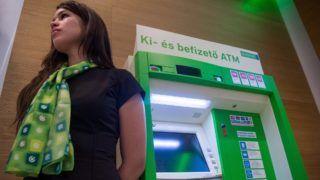 Budapest, 2018. november 20. Bankautomata (ATM) az OTP Bank új, innovációs fiókjában Budapesten, az Árkád üzletközpontban az avatás napján, 2018. november 20-án. MTI/Balogh Zoltán
