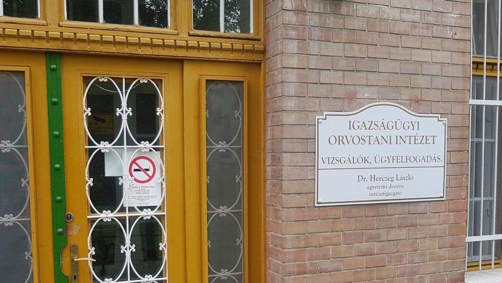 Feljelentették az ügyészségen a hamis pecsétet használó orvosszakértőket