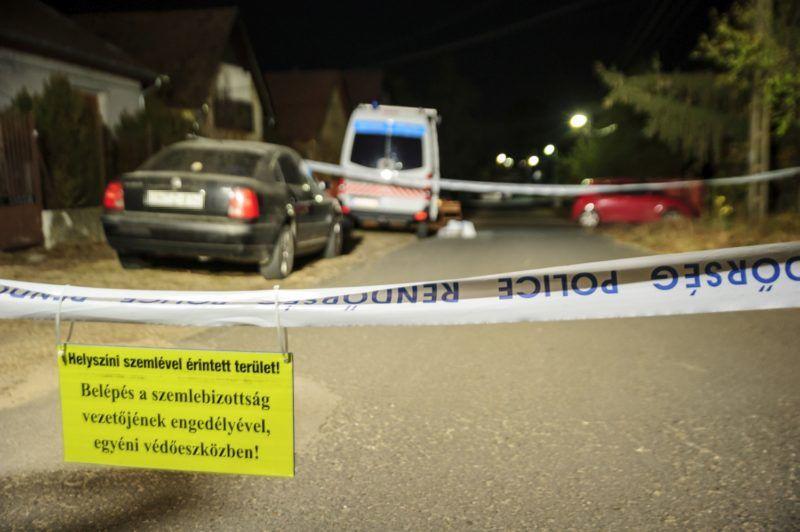 Sülysáp, 2018. október 26. Rendõrság által lezárt utca Sülysápon, ahol holtan találtak egy négy hónapos gyermeket egy családi házban 2018. október 26-án este. MTI/Lakatos Péter