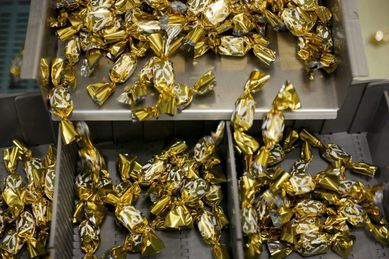 Budapest, 2011. június 27. Szaloncukrok egy gyártósor végén a Bonbonetti Csoport budapesti székhelyû vállalatánál, a Bonbonetti Choco Kft. üzemében.  MTI Fotó: Mohai Balázs