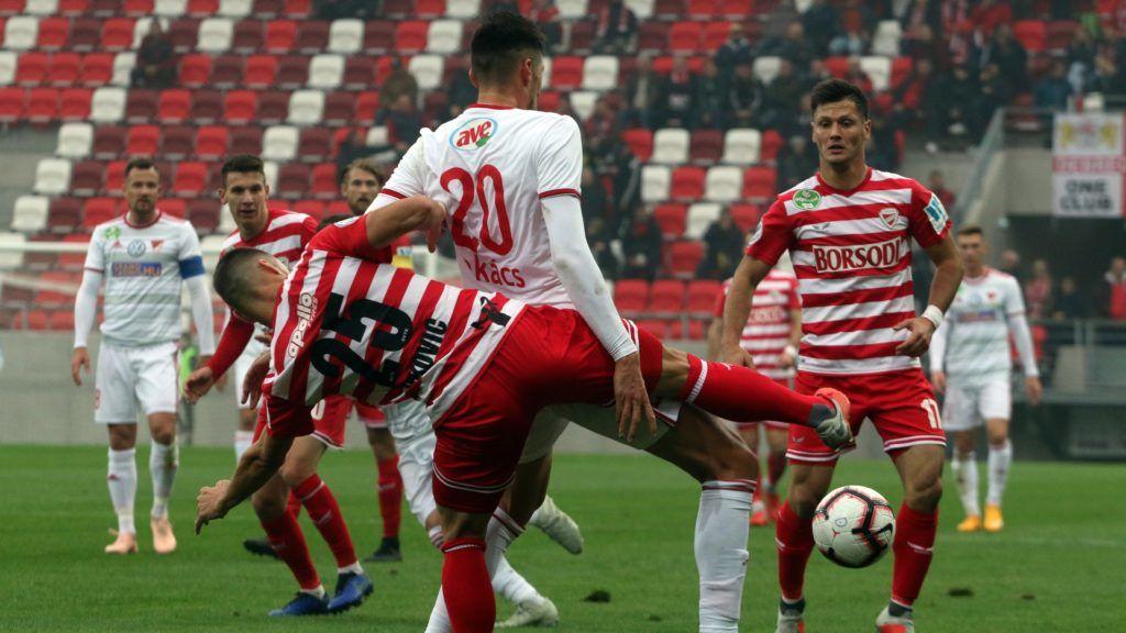Miskolc, 2018. november 10. A diósgyõri Dusan Brkovic (b) és Szerhij Sesztakov (j), középen a debreceni Takács Tamás (k) az OTP Bank Liga 14. fordulójában játszott Diósgyõri VTK - Debreceni VSC labdarúgó-mérkõzésen a Diósgyõri Stadionban 2018. november 10-én. A Diósgyõr 1-0-ra gyõzött. MTI/Vajda János