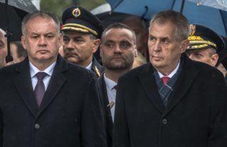 Prága, 2018. október 28. Milos Zeman cseh elnök (j) és Andrej Kiska szlovák államfõ (b) a Csehszlovákia megalakulásának 100. évfordulója alkalmából tartott díszszemlén Prágában 2018. október 28-án. MTI/EPA/Martin Divisek