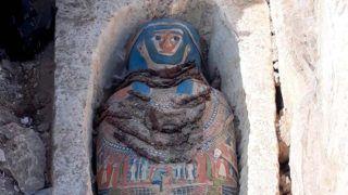 Dahsúr, 2018. november 28. Az egyiptomi mûemlékvédelmi minisztérium által 2018. november 28-án közreadott dátummegjelölés nélküli felvétel az egyik újonnan feltárt szarkofágról a kairótól mintegy 40 kilométerre, délre fekvõ Dahsúrban. A minisztérium közlése szerint nyolc, mészkõbõl faragott díszes szarkofágra leletek II. Amenemhat fáraó piramisában. MTI/EPA