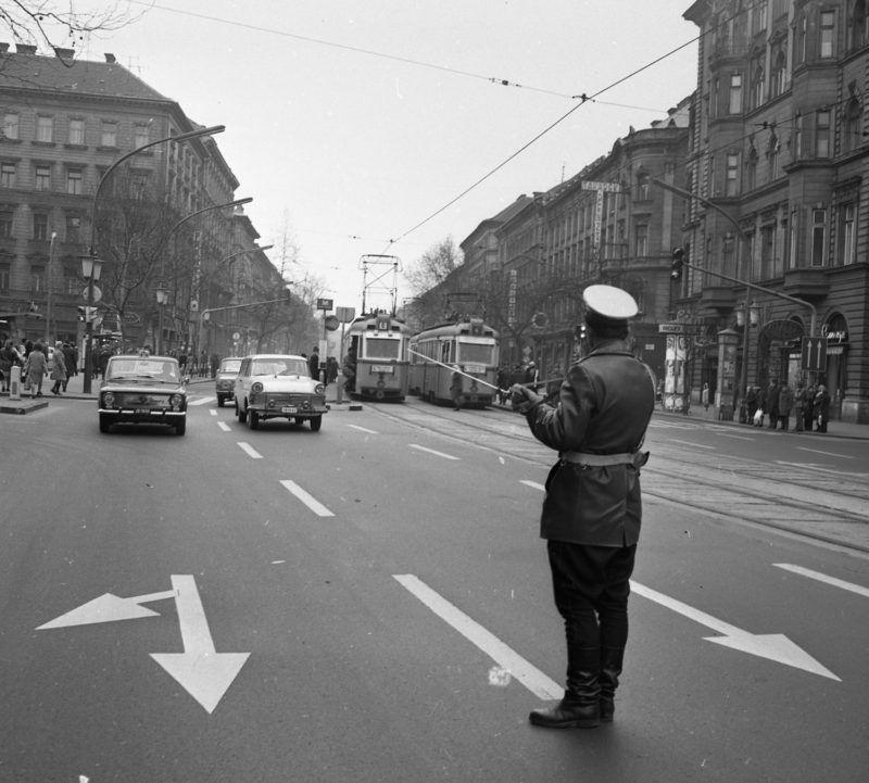 József körút, balra a Rákóczi tér.Fotó: Magyar Rendőr / Fortepan