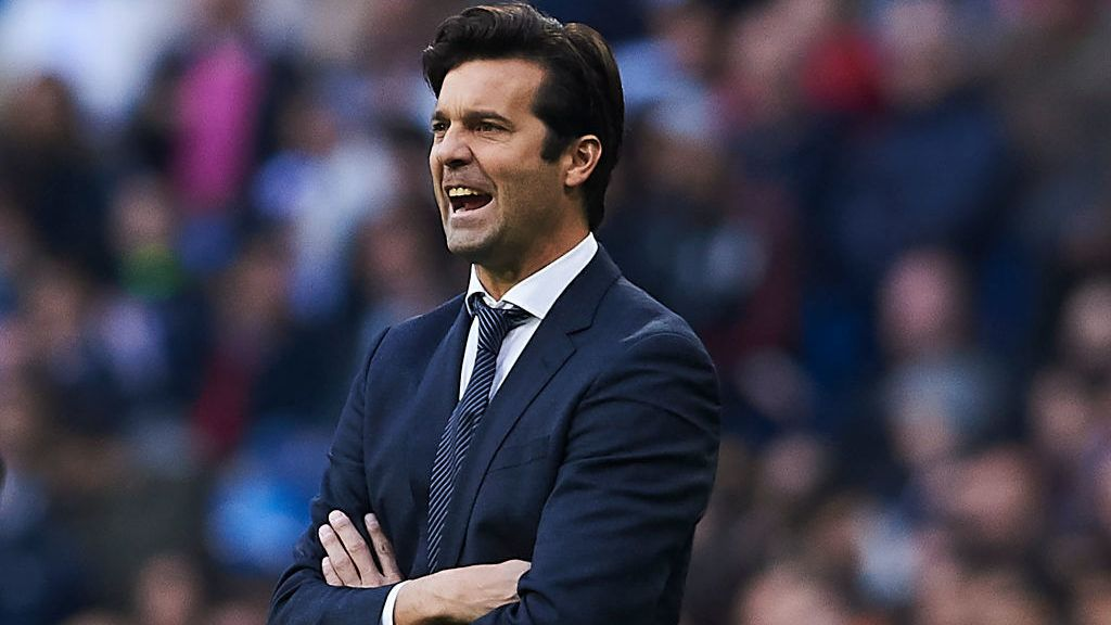 MADRID, SPAIN - NOVEMBER 03:  Santiago Solari, Manager of Real Madrid reacts during the La Liga match between Real Madrid CF and Real Valladolid CF at Estadio Santiago Bernabeu on November 3, 2018 in Madrid, Spain.  (Photo by Quality Sport Images/Getty Images)