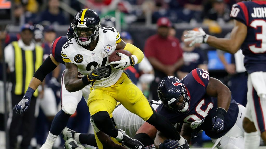 HOUSTON, TX - DECEMBER 25:  Le'Veon Bell #26 of the Pittsburgh Steelers is tripped up by Zach Cunningham #41 of the Houston Texans and Chunky Clements #96 in the second quarter an at NRG Stadium on December 25, 2017 in Houston, Texas.  (Photo by Tim Warner/Getty Images)