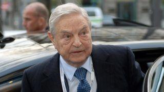München, 2015. február 6. Soros György magyar származású amerikai üzletember, a New York-i Soros Fund Management befektetési társaság elnöke érkezik az 51. müncheni nemzetközi biztonságpolitikai konferenciára (MSC) 2015. február 6-án. (MTI/EPA/Andreas Gebert)