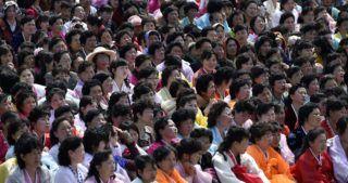 Phenjan, 2016. április 15. Népviseletbe öltözött észak-koreai nõk egy ünnepségen Phenjanban, az államalapító Kim Ir Szen 104. születésnapján, 2016. április 15-én. Kim Ir Szen születésének napja munkaszüneti nap Észak-Koreában. (MTI/EPA/Franck Robichon)