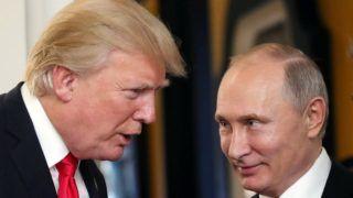 Danang, 2017. november 11. Donald Trump amerikai elnök (b) és Vlagyimir Putyin orosz elnök beszélget az Ázsiai és Csendes-óceáni Gazdasági Együttmûködés (APEC) szervezete 25. csúcstalálkozóján a vietnami Danangban 2017. november 11-én. (MTI/EPA/Szputnyik/Kreml/pool/Mihail Klimenyev)